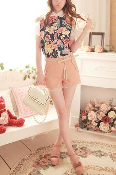 Shirt made of chiffon, featuring exposed shoulder, lace collar, flower print, short flouncing sleeve