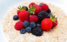 Porridge mit Quinoa und Beeren