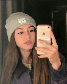 Selfie Poses, Girl Photo Poses, Girl Photography Poses, Teenage Girl Photography, Catfish Girl, Cute Selfie Ideas, Photographie Portrait Inspiration, Fake Girls, Girls Selfies