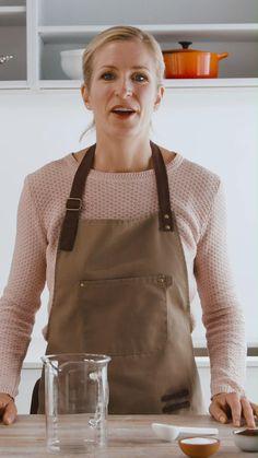 Der grosse Trend aus Korea ist nun auch bei uns angekommen! Hier siehst du wie einfach die Herstellung davon ist! Auf unserer Website findest du alle Informationen dazu!  #dalgona #dalgonakaffee #Dalgonacoffee Cocktail Drinks, Cocktails, Trends, Kitchen Hacks, Good Food, Korea, Cool Stuff, Videos, Coffee