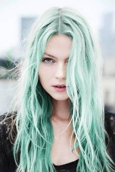 Dye your hair to turquoise hair color - temporarily use turquoise hair dye to achieve brilliant results! DIY your hair turquoise with turquoise hair chalk Pastel Green Hair, Pastel Rainbow Hair, Light Blue Hair, Green Hair Colors, Hair Color Blue, Cool Hair Color, Pastel Mint, Pretty Pastel, Pastel Colors