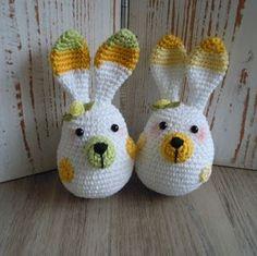 Easter bunny Easter Crochet, Crochet Dolls, Crochet Yarn, Crochet Bunny Pattern, Crochet Patterns, Knitted Bunnies, Crochet Animals, Holidays And Events, Easter Bunny