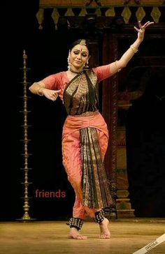 Dance Photography Poses, Dance Poses, Isadora Duncan, Dance Photo Shoot, Costumes Around The World, Indian Classical Dance, Dance World, Tribal Dance, Folk Dance