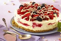 From Annabel Karmel, this raspberry ripple cheesecake makes for a great dinner party dessert. Dinner Party Desserts, Dessert Party, Raspberry Desserts, Raspberry Ripple, Digestive Biscuits, Classic Cake, Sweet Cakes, Something Sweet, Cheesecake Recipes