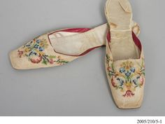 Shoes worn by Agnes Thompson - MAAS Collection
