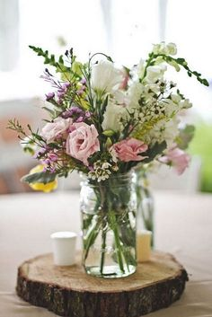 Beautiful rustic wedding centerpiece ideas | jam jar centerpieces #weddingcenterpieces #fallwedding #jamjarcenterpieces #diywedidng #barnwedding #fallcenterpieces #rusticfallwedding #rusticwedding