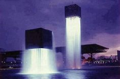 10 Amazingly Beautiful Fountains around the World. 6. The Floating Fountains in Osaka, Japan.