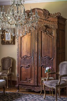 Old World Elegance on a Budget - Romantic Homes