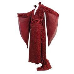 Burgundy Velvet Déshabillé w/ Dramatic Sleeve Detail (probably a tea gown) 20s Fashion, Art Deco Fashion, Vintage Fashion, Vintage Glam, Fashion History, Fashion Ideas, 1920s Outfits, Vintage Outfits, Corset