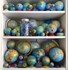 Vintage Globe, Displaying Collections, Fleas, 21st Century, How To Look Pretty, Vintage Items, Marketing, Fun, Guest Room