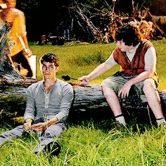 Newt (thomas b-s) is me when someone gives food to somebody.......um thomas (dylan o`brian) looks kinda annoyed dont u think?
