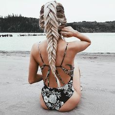Image about style in hair goals by kristin on We Heart It Beach Blonde, My Hairstyle, Pretty Hairstyles, Beach Hairstyles, Messy Hairstyles, Style Feminin, Style Outfits, Summer Outfits, Gel Eyeliner