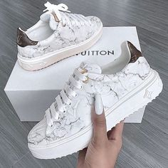 Comfy and stylish sneakers for girls Keep your shoes as the main focal point of your outfit and you will step out in style. For a unique fashionable look that's timeless, that always up to date, - Comfy and stylish sneakers for girls Zapatillas Louis Vuitton, Louis Vuitton Sneakers, Louis Vuitton Nails, Girls Sneakers, Sneakers Fashion, Fashion Shoes, Fashion Fashion, Fashion Clothes, Fashion Ideas