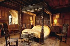 Architecture - This was the bedroom of King Henry VIII when he was visiting Anne Boleyn in the Hever Castle that was once the seat of the Boleyn family Tudor Era, Tudor Style, Anne Boleyn, Cozy Bedroom, Bedroom Decor, Medieval Bedroom, Victorian Bedroom, Castle Bedroom, Castle Rooms
