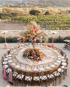 How to Create The Perfect Wedding Seating Plan - Poptop Event Planning Guide Wedding Reception Layout, Seating Plan Wedding, Party Wedding, Reception Ideas, Wedding Colors, Fall Wedding, Wedding Ceremony, Round Wedding Tables, Wedding Table Settings
