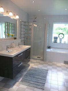 badrum Corner Bathtub, Brickwork, Traditional Bathroom, Shower, White Bathroom, Inspiration, Tile Floor, Bathrooms, Barn