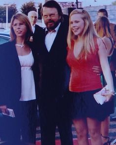 Björn,Emma and Anna.  Ulvaeus then married music journalist Lena Kallersjö on 6 January 1981. This marriage produced two daughters: Emma (born in 1982) and Anna (born in 1986).