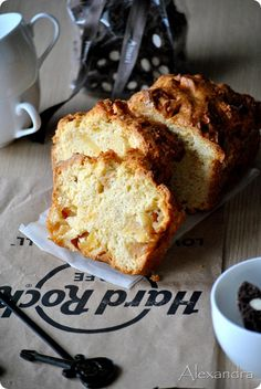 Cake with Apples Greek Sweets, Greek Desserts, Greek Recipes, Fruit Recipes, Cake Recipes, Cake Bars, Pie Cake, Apple Deserts, Greek Cooking