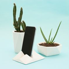 Modern white desktop accessories by Rafael Fernández on CROWDYHOUSE - ✓Unique Design Products ✓30 Day Returns ✓Buyer Protection