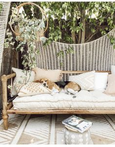 Patio Style– Expanding Your Residence Outdoors – Outdoor Patio Decor Outdoor Beds, Outdoor Spaces, Outdoor Decor, Indoor Outdoor, Outdoor Balcony, Casa Patio, Backyard Patio, Patio Bed, Garden Spaces