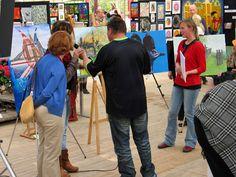 """Zondag 5 mei 2013 was het om 16.00 uur zover dat de prijswinnaars bekend werden gemaakt. Overdonderd en blij verrast was de prijswinnaar, toen deze werd bekend gemaakt. """"Nooit had ik durven dromen dat ik deze grootse prachtige prijs zou mogen ontvangen, omdat er zoveel mooie kunstwerken zijn neergezet door alle kunstenaars deze afgelopen dagen, wat een eer!"""", aldus Anita Ammerlaan, die haarprijs mocht ontvangen van organisator Henk Veen.  www.anitaammerlaan.com"""