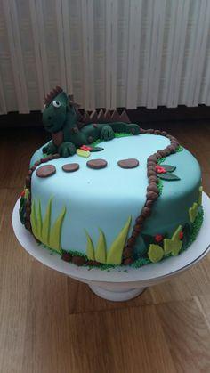 Dino taart voor een jarige jongen.