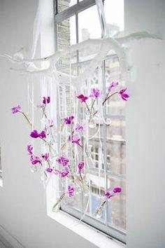 Raamhanger met bloemenvaasjes