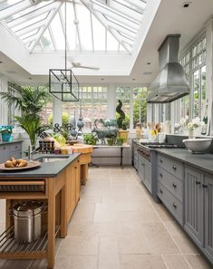 Best Conservatory Kitchen Ideas - Home Decor Design Conservatory Kitchen, Greenhouse Kitchen, Modern Conservatory, Greenhouse Plans, Conservatory Ideas Interior Decor, Conservatory Interiors, Conservatory Extension, Window Greenhouse, Conservatory Furniture