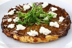 """Tartă """"Tatin"""" cu dovlecei și brânză de capră Creme Caramel, Baked Potato, Camembert Cheese, Risotto, Deserts, Dessert Recipes, Dairy, Appetizers, Cooking Recipes"""