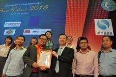 Nhóm phát triển giải pháp iZiSell cùng Danh hiệu Sao Khuê 2016