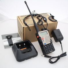 नया ब्लैक BAOFENG यूवी -5RE वीएचएफ / यूएचएफ ड्यूल बैंड रेडियो + कार चार्जर केबल + मुफ्त इयरपीस + मुफ्त शिपिंग