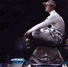 Bütün eziyeti çekip arabayı geliştirdi, Şimdi kaymağını Hamilton ve Rosberg yiyor :( #KeepFightingMichael