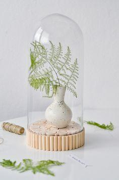 Deko-Objekte - Glasglocke mit Holzsockel   L - ein Designerstück von Sinnenrausch bei DaWanda