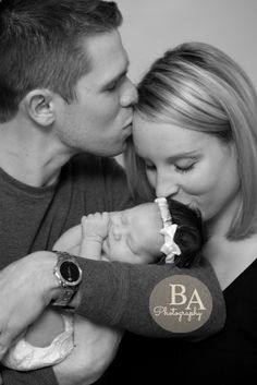 Newborn Photography   Adorable Family   Sweet Kisses   Picture by ©baphotography  www.bretteashley.com