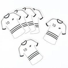 Ces petites nominettes en forme de maillot de football, vous permettrons de marquer les places ou les cadeaux de vos invités fans de foot! Nouez-les avec un ruban de satin noir ou blanc selon votre envie.