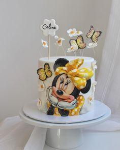 Minnie Cupcakes, Minnie Mouse Birthday Cakes, Bolo Minnie, Minnie Mouse Cake, 18th Birthday Party, Girl Birthday, Fondant Cakes Kids, Buttercream Birthday Cake, Disney Cakes