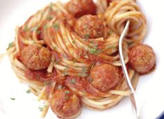 Spaghettis aux boulettes de thon WW, recette d'un savoureux plat léger de pâtes aux boulettes de thon à la sauce tomate, facile et simple à réaliser.