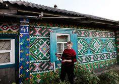 La casa de los 30000 tapones.  (vía 30,000 bottle caps decorate russian pensioner's home)
