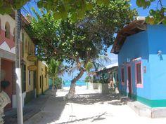 En Los Roques está Prohibido el asfalto, se camina sobre la arena blanca coralina. Los Roques, Venezuela.
