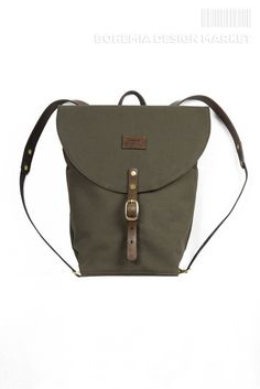 New daypack backpack has a simple and hard design, is made of cotton canvas water-resistant Heavyweight, accompanied by massive leather and brass components. Rucksack Backpack, Leather Backpack, Bohemia Design, Backpacks, Stuff To Buy, Bags, Accessories, Green, Travel