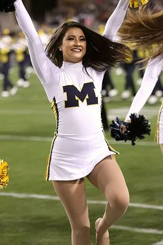 College Bowl Games, College Bowls, Buffalo Wild Wings, Photography North Carolina, College Cheerleading, Professional Cheerleaders, Ice Girls, Football Cheerleaders, Cute Girl Outfits
