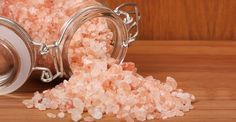 People who suffer from migraine headaches feel terrible pain which affects the overall mood and may take a day or more. Try this - the best migraine remedy! Himalayan Salt Benefits, Himalayan Sea Salt, Healthy Salt, Healthy Food, Natural Headache Remedies, Migraine Remedy, Migraine Triggers, Chronic Migraines, Diet