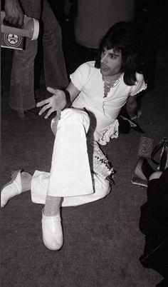 Freddie Mercury, Queen in Japan 1975. (rare)