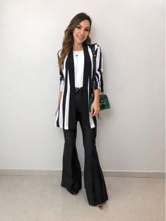 Blazer-Listrado-Fabiana From work dresses and skirts to jackets and pants, you will find stylish wor Business Casual Outfits, Professional Outfits, Casual Winter Outfits, Business Attire, Cool Outfits, Semi Formal Mujer, Ropa Semi Formal, Semi Formal Outfits, Classy Casual