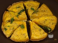 Fritatta cu sparanghel 30 Minute Meals, Zucchini, Homemade Food, Vegetables, Cooking, Delicious Food, Reading, Books, Recipes