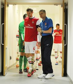 Mertesacker & Wenger Before FA Cup Match vs Coventry 2013-2014.