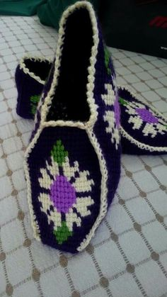 This Pin was discovered by gul Booties Crochet, Crochet Shoes, Tunisian Crochet, Crochet Stitches, Afghan Stitch, Crochet Slipper Pattern, Knitted Slippers, Boot Cuffs, Knitting Socks