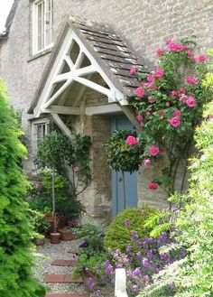 10 Inspiring English Cottage House Plans lovely front door in the Cotswolds Cottage Front Doors, Cottage Porch, Cottage House Plans, Cottage Homes, Cottage Front Garden, Style Cottage, Rose Cottage, Porches, Porche Chalet