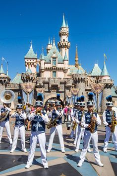 Disneyland band and Sleeping Beauty's Castle - Click inside for Disneyland Tips - How to take a dream Disneyland Trip. Insider tips from an 11 year old on all the best things to do in Disneyland Anaheim. California Places To Visit, Beautiful Places In California, South California, California Camping, California Vacation, Disneyland California, Cool Places To Visit, California Quotes, California Burrito