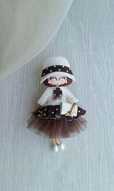Yarn Dolls, Felt Dolls, Fabric Dolls, Paper Dolls, Old Sweater Crafts, Coffee Cup Crafts, Matchbox Crafts, Felt Fairy, Fathers Day Crafts